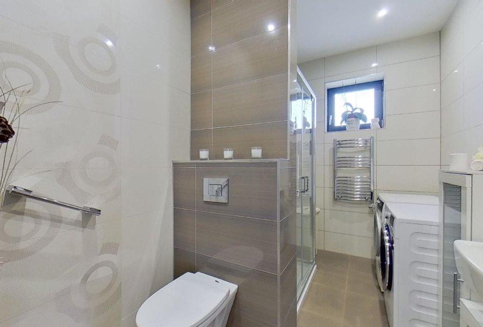 kúpeľňa 2 s toaletou a sprchovým kútom