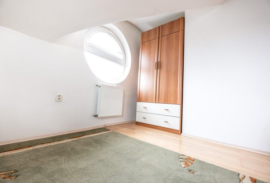izba 3 v dome