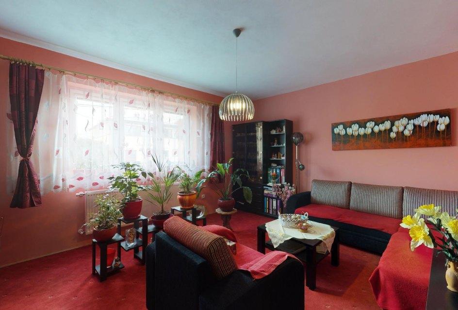 Obývacia izba rodinnéhno domu v obci Mojš pri Žiline