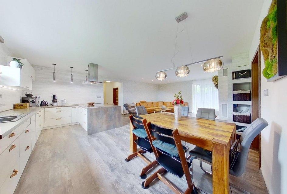 Moderná kuchyňa v rodinnom dome - bungalove v obci Porúbka