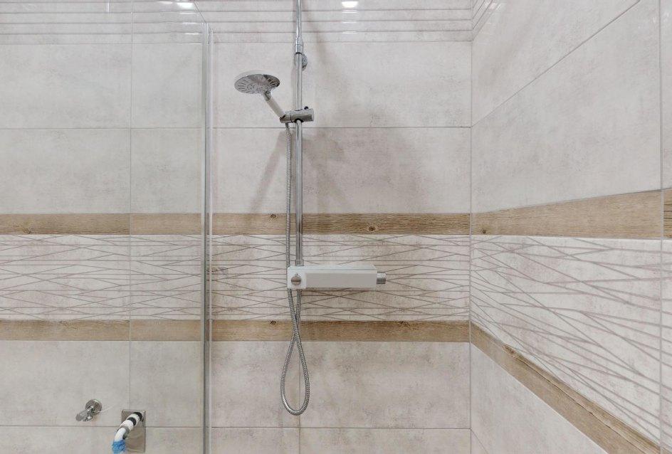 Sprchový kút v modernej kúpeľni