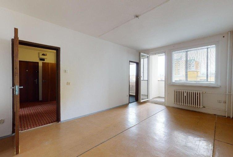 Obývacia izba s lodžiou 3-izbového bytu na Rajčianskej ulici v Bratislave - Vrakuňa