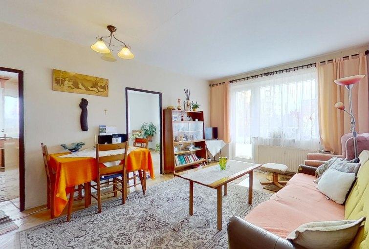 obývacia izba 3-izbového bytu na ulici Severná