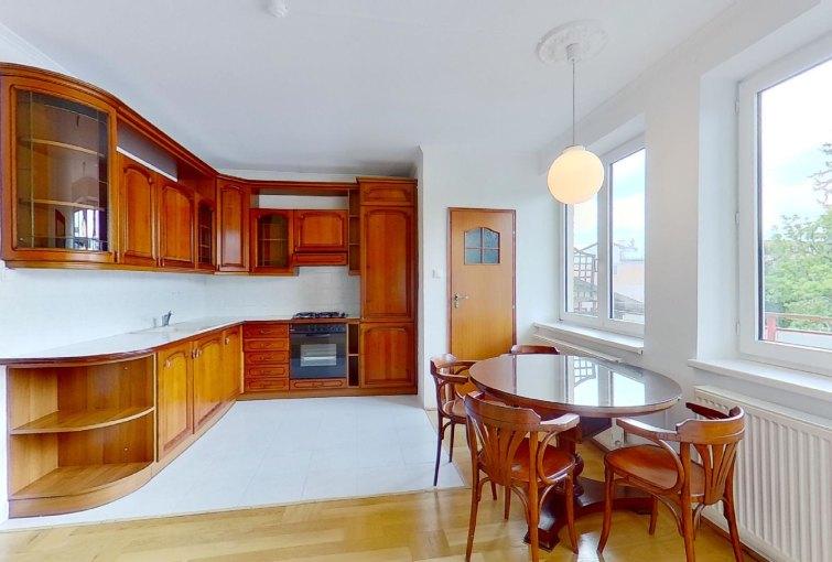 Kuchyňa s jedálňou 3-izbového bytu na Predmestskej ulici v Žiline