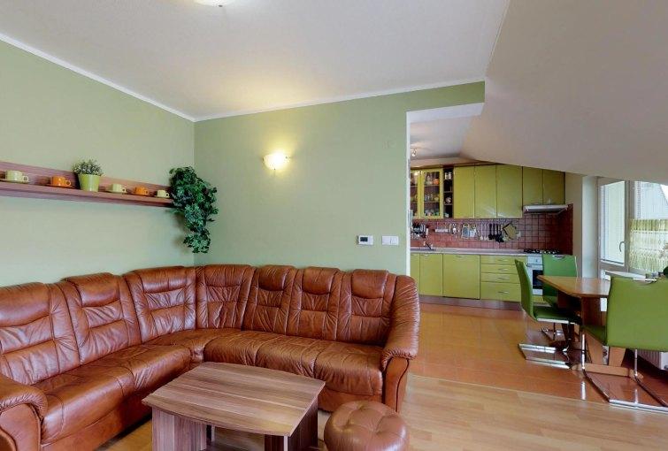 Obývacia izba 4-izbového bytu v Kysuckom Novom Meste
