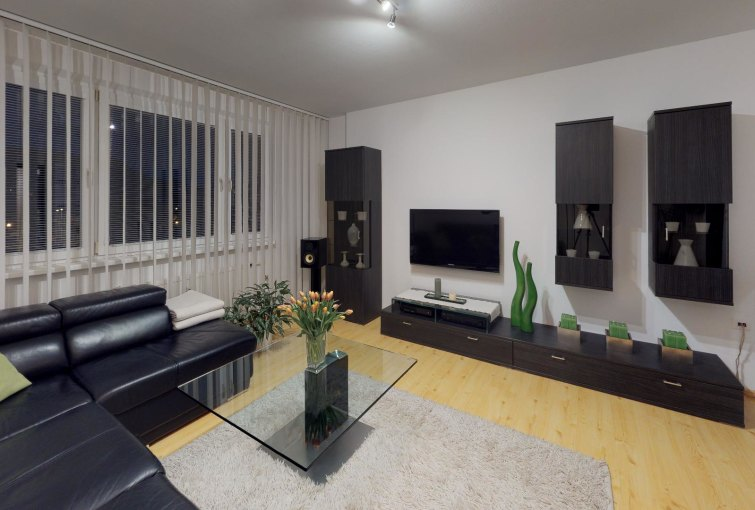 Obývacia izba 4-izbového bytu na ulici Milana Matečka v Devínskej Novej Vsi