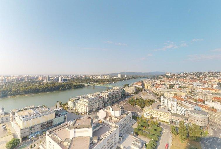 výhľad z 3-izbovéhou penthousu v Panorama Towers - Eurovea City